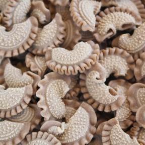Pâtes aux cépes, crêtes de coq aux champignons