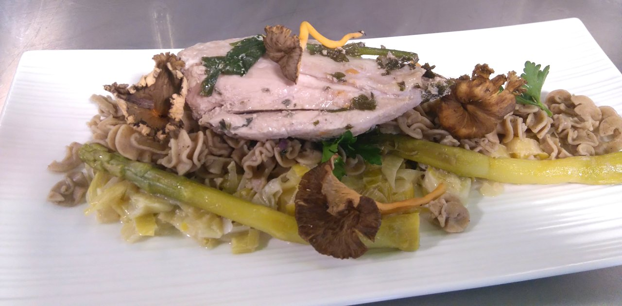 Repas insolite Le Bon Bec, Haute-Savoie, plat à base de pâtes aux insectes PastaDélices