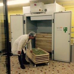 On peut aussi se procurer les pâtes dans le distributeur en libre-service devant l'atelier